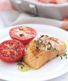 37 Easy Salmon Recipes: Garlicky Broiled Salmon and Tomatoes Easy Salmon Recipes, Fish Recipes, Seafood Recipes, Cooking Recipes, Healthy Recipes, Recipes Dinner, Meal Recipes, Healthy Foods, Dinner Menu