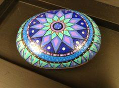 Mandala pintado sobre piedra-by  Pilar