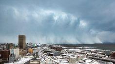 TEMPETE. Il est tombé près de 2 mètres de neige en 24 heures dans la région de Buffalo, ville l'état de New York. Des mesures d'urgence ont été annoncées en prévision d'une deuxième tempête qui s'approche.