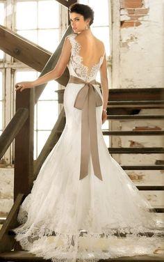360度隙ナシ♡!どこから見ても美しいバックスタイルドレスでパーフェクトな後姿♡にて紹介している画像