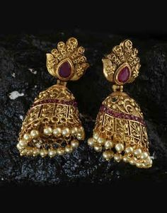 A collection of latest gold jhumka earring designs with images. Gold Jhumka Earrings, Fancy Earrings, Antique Earrings, Jewellery Earrings, Gold Choker, Jewelery, Gold Bangles Design, Gold Earrings Designs, Gold Jewellery Design