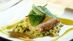 Gebakken tonijn met geplette aardappeltjes en kerriejus | VTM Koken