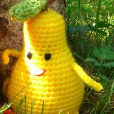 Doudou petite poire jaune en laine