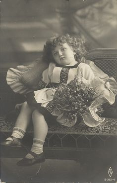 Vintage Children Photos, Crown, Concert, Fashion, Moda, Corona, La Mode, Recital, Fasion