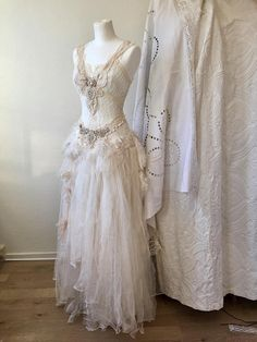 Wedding dress for a fairy queenbridal gown with a Ethereal lookwedding dress w Kleidung Boho Wedding Dress With Sleeves, Boho Dress, Lace Wedding, Steampunk Wedding Dress, Geek Wedding, Wedding Black, Unique Dresses, Pretty Dresses, Vintage Dresses