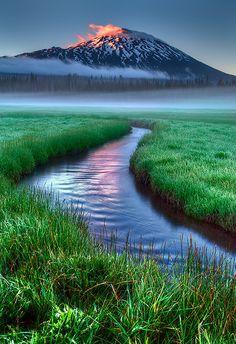 Sunset, Sparks Lake, Bend, Oregon, USA.