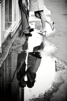 black and white photo couple kissing in the reflection of a puddle Engagement Couple, Engagement Pictures, Wedding Pictures, Country Engagement, Couple Photography, Engagement Photography, Street Photography, Rain Photography, Artistic Photography