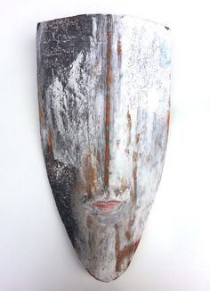 The Poet - shield - mask - ceramic - wall object by Niqui Kommerkamp. Masker Keramiek Wandobject