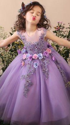 Fashion Kids, Latest Fashion, Flower Girls, Little Girl Dresses, Girls Dresses, Classy Evening Gowns, Best Formal Dresses, Long Dresses, Kids Gown