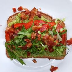 If you're a bacon lover, sink your teeth into this BLT avocado toast. 15 Fresh Avocado Toast Recipes To Try That Are Different Than Your Usual Informations About 15 Avo Toast Recipes To Try Now … Avocado Toast, Avocado Baby Food, Fresh Avocado, Avocado Recipes, Baby Food Recipes, Pasta Recipes, Healthy Recipes, Brunch Recipes, Pesto