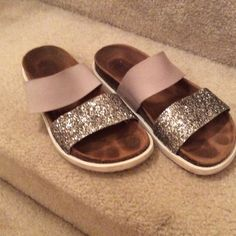 Steve Madden Sandals Steve Madden Sandals. These are in great pre-owned condition Steve Madden Shoes Sandals