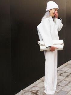 Ivania - queen of white