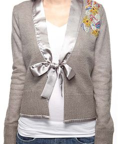 39 ideas sweatshirt refashion neckline collars for 2019 Remake Clothes, Redo Clothes, Sewing Clothes, Clothes Refashion, Diy Pullover, Pullover Upcycling, Sweatshirt Refashion, T Shirt Diy, Recycled Sweaters
