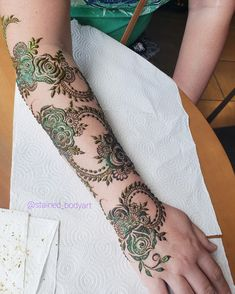 Stained - henna artist in Tampa Florida for bridal mehndi , henna tattoo , and henna design ebooks for the henna community. Wedding Mehndi Designs, Mehndi Designs For Hands, Bridal Mehndi, Henna Mehndi, Mehendi, Henna Designs, Henna Body Art, Beautiful Mehndi, Natural Henna