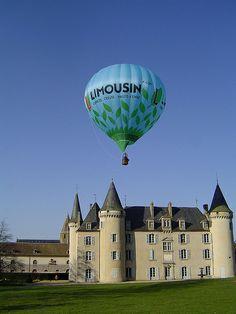 Mongolfière Limousin au château de Nexon en Haute-Vienne #YesYouAre #Limousin