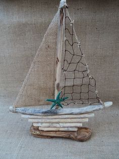 Creative Letter Art – Personalized Framed Name Sign with Beach and Nautical Related Alphabet Photographs including Driftwood Self Standing Frame Bateau de bois Sea Crafts, Seashell Crafts, Nature Crafts, Driftwood Projects, Driftwood Art, Driftwood Wreath, Driftwood Ideas, Alphabet Fotografie, Shell Art
