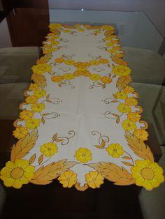 Trilho de mesa floral amarelo