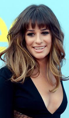 Messy Wavy Layered Hairstyle With Graduated Front Bangs-would this work with my cowlick?