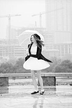Heidi Knight Photography #intherain #womeninphotography #rainyday #inbeautyandchaos