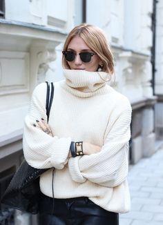 Pantalon en cuir grand col roulé blanc lunettes de soleil