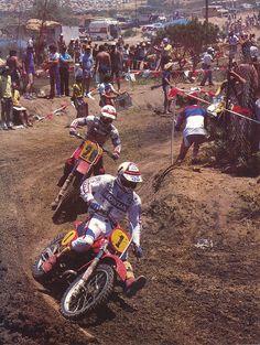 Andre Malherbe leads Chuck Sun at the 1981 500 USGP. Malherbe is 3-voudig…