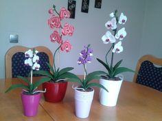 Milujete orchidey? Inšpirujte sa týmito šikovnými ručičkami a uháčkujte si ich podľa týchto návodov krok za krokom ;) Nádhera!
