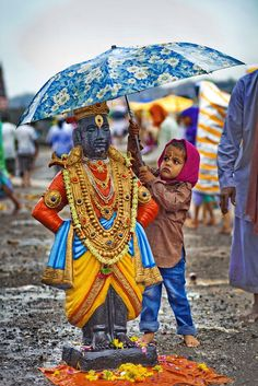 "Umbrella for Lord Shri Krishna (Vithala version) who lifted Govardhana giri as an umbrella. He is god in Hindu culture who plaid roll of Protagonist in great epic ""Mahabharta"". We Are The World, People Of The World, Gente India, Namaste, Amazing India, Amazing Pics, Amazing Art, Awesome, Krishna Art"