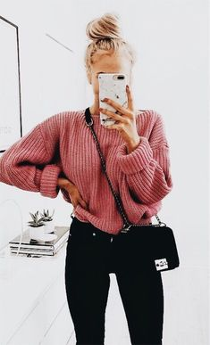 mode How do I wear a large knit sweater with style in casual outfits? Tips and ideas of outfits in t Mode Outfits, Stylish Outfits, Fashion Outfits, Fashion Clothes, School Outfits, Tumblr Fall Outfits, Legging Outfits, Sweater Outfits, Pants Outfit