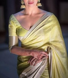 Indian Look, Dress Indian Style, Indian Fashion Dresses, Indian Designer Outfits, Indian Wedding Outfits, Indian Outfits, Saree Blouse Neck Designs, Saree Trends, Stylish Sarees