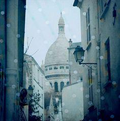 Paris photography by Elisabeth Perotin #paris#photography#montmartre#autumn#sacrécoeur#etsy#shop https://www.etsy.com/shop/Serpentine?ref=hdr_shop_menu