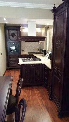 cucina in legno massello laccata bianca con piano legno   Antarte ...