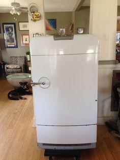 vintage fridge frigidaire coca coca cola stebby stebby 39 s workshop pinterest. Black Bedroom Furniture Sets. Home Design Ideas