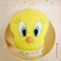 Cake Designs Images, Cool Cake Designs, Tweety Cake, Camera Cakes, Cute Baking, Ideas Para Fiestas, Cake Flour, Baking Tips, Looney Tunes