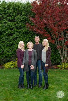 Family of Four Pose Ideas | Family Photography by Jean Johnson Productions - Sammamish, WA - www.jjshotme.com