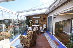 Etiler Teras : Modern Balkon, Veranda & Teras İndeko İç Mimari ve Tasarım