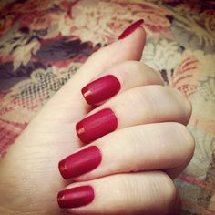 Matte nails are one of the biggest nail trend. Discover top 25 the most creative and beautiful ideas of fashionable red matte nails! Nail Swag, Fancy Nails, Trendy Nails, Red Matte Nails, Classy Nail Art, Uñas Fashion, Manicure Y Pedicure, French Tip Nails, Hot Nails