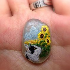 I painted cat & sunflower on sea glass. The sea glass size = 30mm. It's for…