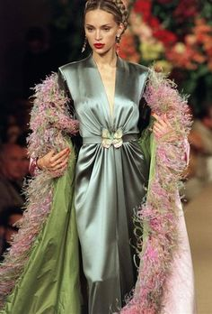 So pretty and so very 1940's. Yves Saint Laurent Autumn/Winter 1999/2000. Love the subtle Asian influences and color combinations. Pinning this for the color scheme to use for possible future outfit combinations.