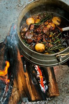 POTJIEKOS (direct translation: pot food) Slow cooked stew in a black cast iron pot a fire. South African Braai, South African Dishes, South African Recipes, Ethnic Recipes, Fire Cooking, Oven Cooking, Outdoor Cooking, Dutch Oven Recipes, Cooking Recipes