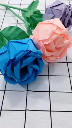 Easy Paper Crafts, Paper Crafts Origami, Diy Crafts For Gifts, Creative Crafts, Tissue Paper Flowers, Paper Roses, Flowers From Tissue Paper, Instruções Origami, Easy Origami Flower