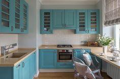 Бело-голубая кухня: как гармонизировать интерьер и 85 беспроигрышных вариантов оформления http://happymodern.ru/belo-golubaya-kuxnya-foto/ Бело-голубая г-образная кухня с обеденным столом-подоконником