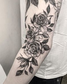 Feed your ink addiction with 50 of the most beautiful rose tattoo designs f Rose Tattoo On Arm, Rose Tattoos, Flower Tattoos, Arm Tattoo, Black Tattoos, Body Art Tattoos, Sleeve Tattoos, 3 Roses Tattoo, Tatoos