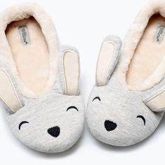 Bunny Slippers, Cute Slippers, Weekender, Sock Shoes, Baby Shoes, Motifs Animal, Bedroom Slippers, Pajama Outfits, Kids Socks