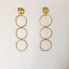 Sono felice di condividere l'ultimo arrivato nel mio negozio #etsy: gold dangle earrings,gold circle earrings,gold pendant earrings,gold geometric dangle earrings,orecchini pendenti d'orati