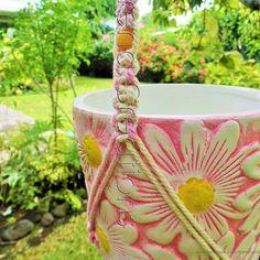 #daisy #pink #macrame #planthanger  pot en #ceramique #tressage #satin #modeleunique #handcrafted #MadeInTahiti #fleur #jardin #creative #homedecor #flower #garden