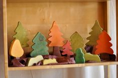 It needs some little felt forest friends. Waldorf Crafts, Waldorf Toys, Wood Projects, Woodworking Projects, Wood Crafts, Diy And Crafts, Making Wooden Toys, Wood Games, Wooden Car