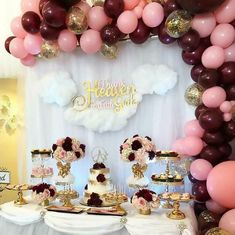 Baby Shower Balloon Decorations, Birthday Table Decorations, Gold Wedding Decorations, Baby Shower Balloons, Balloon Garland, Girl Baptism Decorations, Girl Baptism Centerpieces, Cadeau Baby Shower, Idee Baby Shower