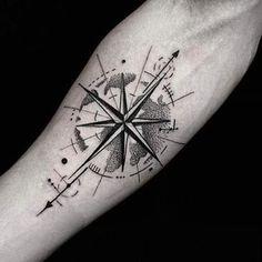 Resultado de imagem para tatuagem rosa dos ventos feminina