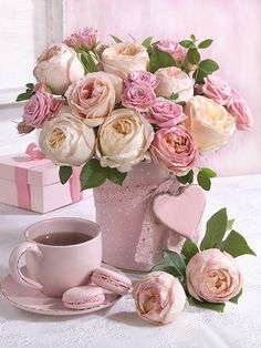 50 + beautiful flower vase arrangement for your home decoration - Page 29 of 51 - Ideen rund ums Haus Beautiful Flower Arrangements, Pretty Flowers, Floral Arrangements, Image Fleur Rose, Pink Roses, Pink Flowers, Estilo Floral, Deco Rose, Decoration Plante