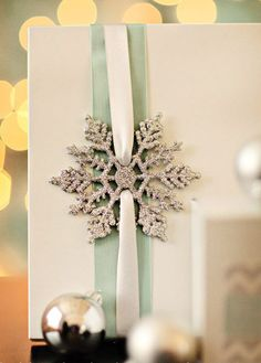 10 DIY Gift Wrapping Ideas for the Christmas Holiday